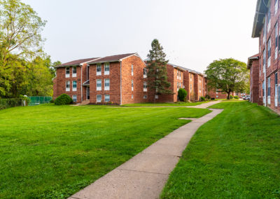 Creekside Apartments exterior with expertly manicured lawns