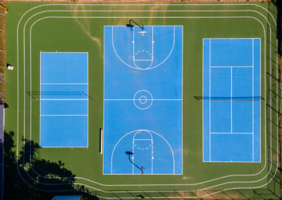Birdseye view of the tennis and basketball courts at Creekside Apartments