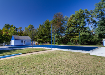 Swimming center at Creekside Apartments